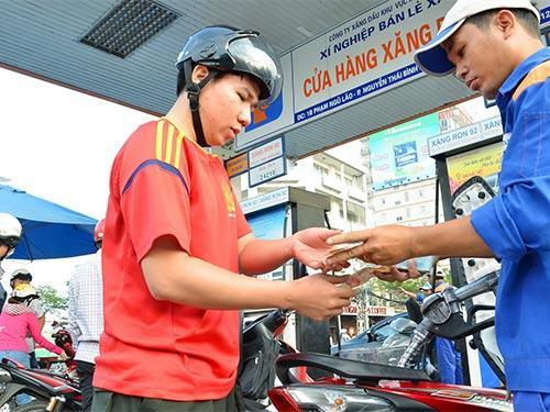 Petrolimex: Giảm giá xăng 600 đồng từ 15 giờ 18/08