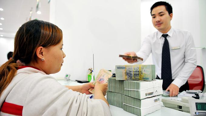 Tiền nhàn rỗi gửi vào ngân hàng có còn lợi?