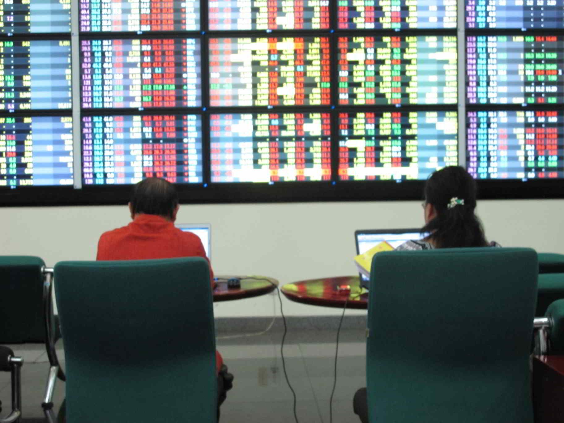 4 yếu tố khiến thị trường chứng khoán sụt giảm mạnh đầu tháng 10
