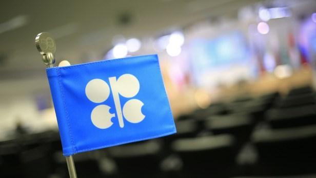 Dầu lao xuống đáy 4 năm dưới 75 USD/thùng trong lúc chờ quyết định từ OPEC