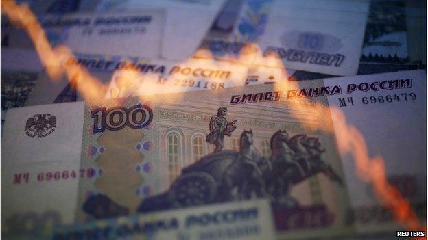 Nga đột ngột nâng mạnh lãi suất lên 17% khi đồng rúp rơi tự do xuống đáy mới