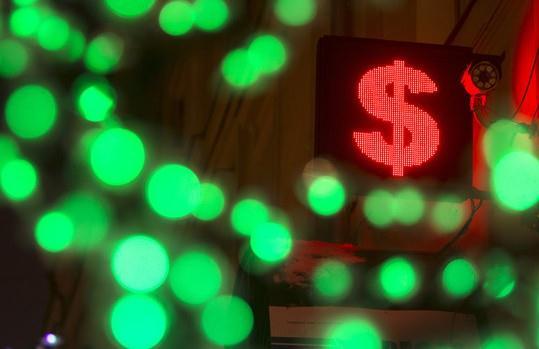 Nga bắt đầu bán dự trữ ngoại hối, đồng rúp nhảy vọt gần 5%