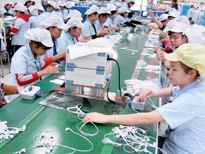 Lần đầu tiên Việt Nam đứng đầu thị trường gia công thế giới