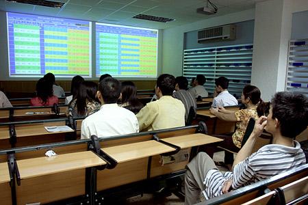 Nhịp đập Thị trường 26/05: Thanh khoản lên sát 3,000 tỷ, VN-Index tiếp cận mốc 570 điểm