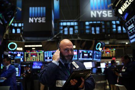 Phố Wall tăng điểm khi Fed ra thông báo có thể nâng lãi suất vào tháng 12