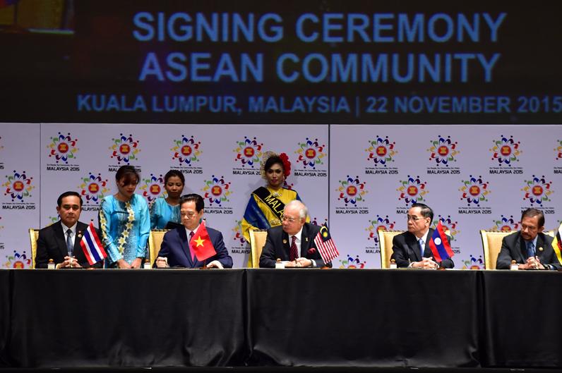 Chính thức thành lập Cộng đồng ASEAN