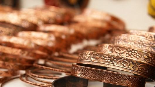 Giá đồng nhảy vọt trước thông tin Trung Quốc điều tra bán khống, vàng tăng nhẹ