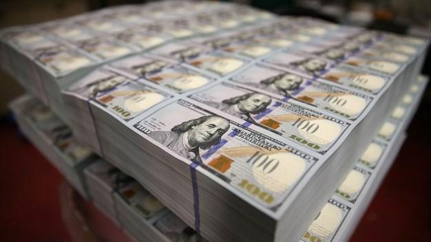 Đồng USD xuống đáy 15 tháng so với đồng JPY