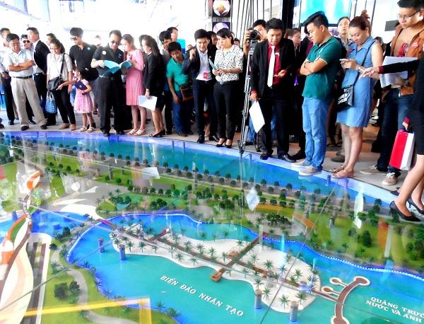 Hàng ngàn khách tham dự lễ mở bán River City