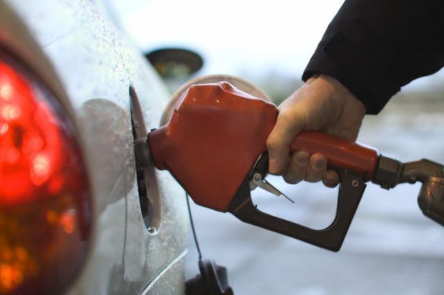 Xăng E5 tăng gần 1,000 đồng/lít lên 15,225 đồng/lít
