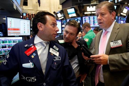 Dow Jones và S&P trượt dốc 2 tuần liền