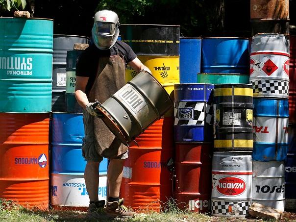 Giới đầu tư đặt cược giá dầu sẽ lên mốc 100 USD