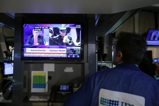 Dow Jones và S&P 500 giảm liền 2 tuần sau lễ nhậm chức của Donald Trump