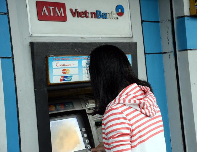 Ngân hàng nâng cấp hệ thống, khách hàng chậm lương