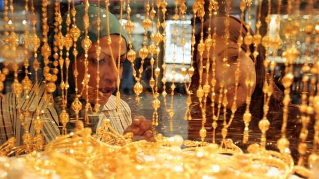 Vàng tăng 4 tuần liền khi đồng USD suy yếu