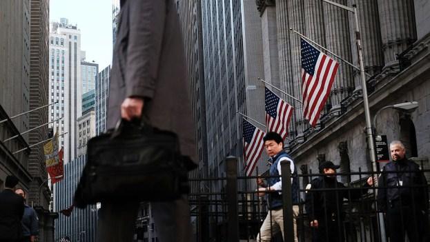 2 câu chuyện đối lập từ trái phiếu và cổ phiếu