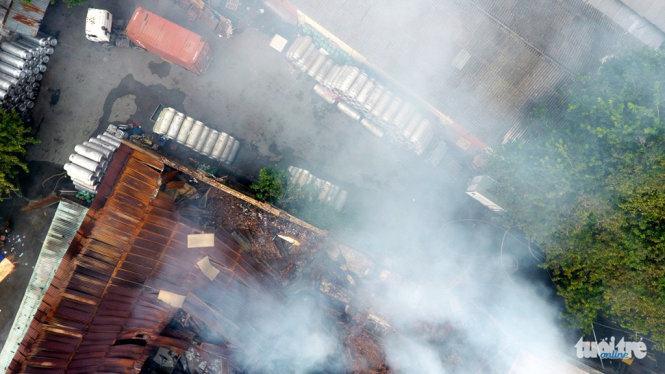 Khu kho hàng sát cảng Sài Gòn tan hoang sau vụ cháy