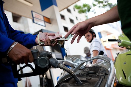Giá xăng đồng loạt giảm từ 15h chiều 21/02