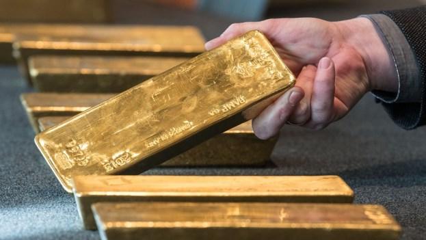 Vàng thế giới xuống đáy 2 tuần khi đồng USD tăng mạnh