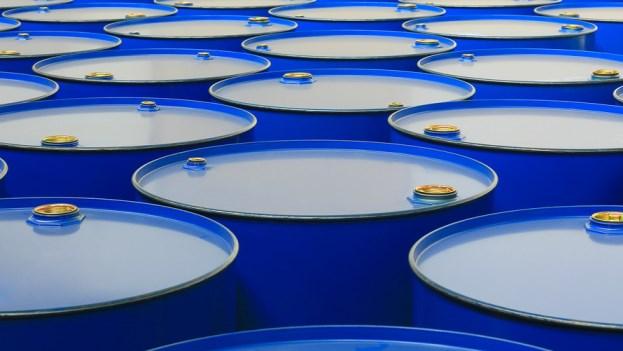 Dầu khởi sắc trước lo ngại về nguồn cung toàn cầu
