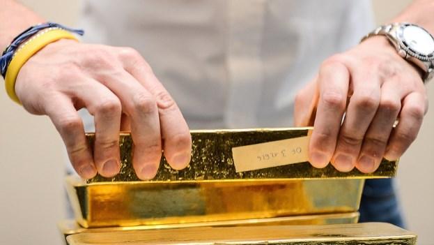Vàng thế giới xuống đáy 5 tuần khi đồng USD tăng