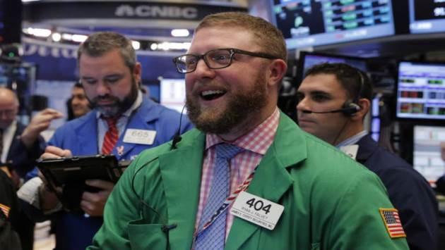 Tăng hơn 250 điểm, Dow Jones lập kỷ lục mới