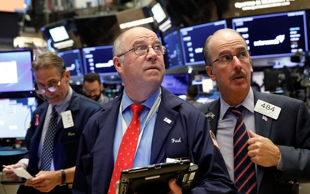 S&P 500 tăng nhẹ tuần qua bất chấp đà suy yếu trong phiên