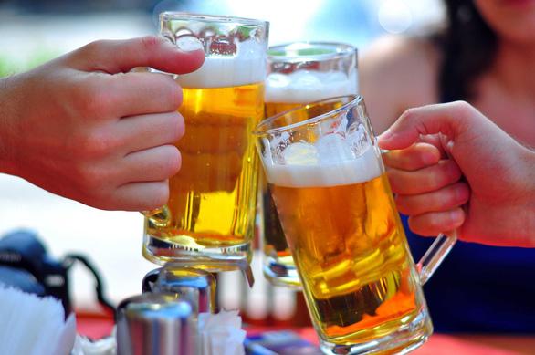 Người Việt uống bia kỷ lục, đại gia ngoại chen chân