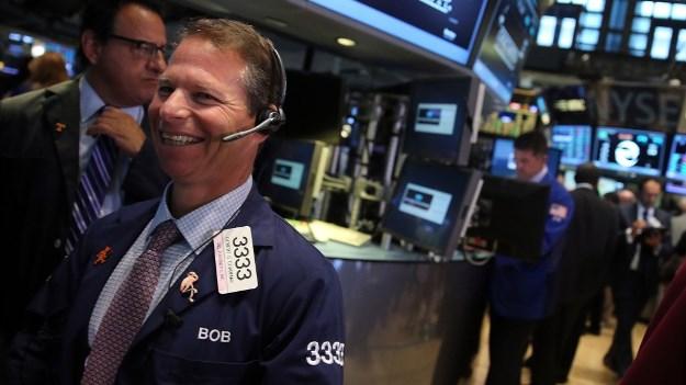 110818 ck - Ông Trump Báo Hiệu Về Việc Hợp Tác Với Đảng Dân Chủ, Dow Jones Vọt Gần 550 Điểm