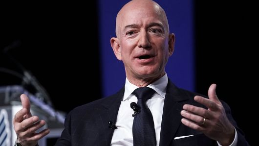 "jeff bezos 16 11 - Jeff Bezos: ""Một Ngày Nào Đó, Amazon Sẽ Sụp Đổ"""