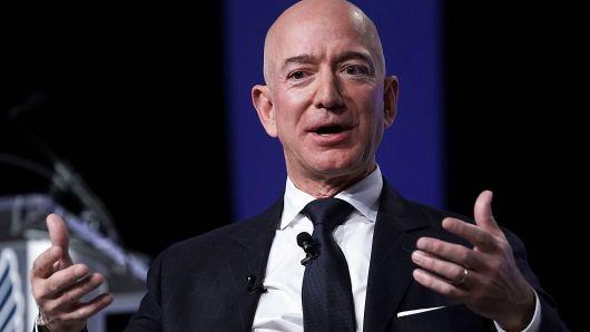 """Jeff Bezos: """"Một ngày nào đó, Amazon sẽ sụp đổ, nhưng nhiệm vụ của chúng ta là trì hoãn càng lâu càng tốt"""""""