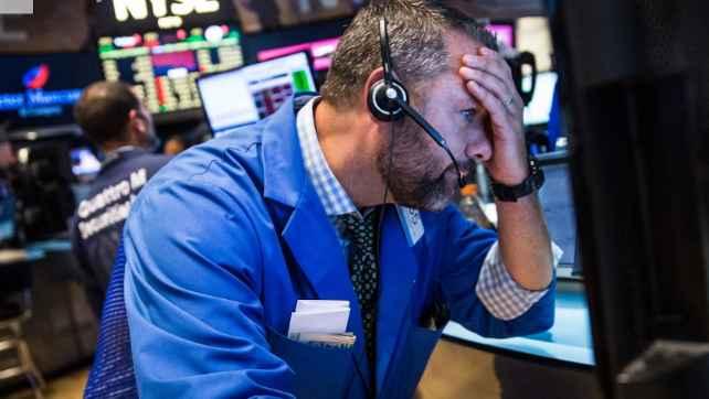 8628150 G - Dow Jones Sụt Gần 400 Điểm, Nasdaq Rớt 3% Vì Apple, Facebook