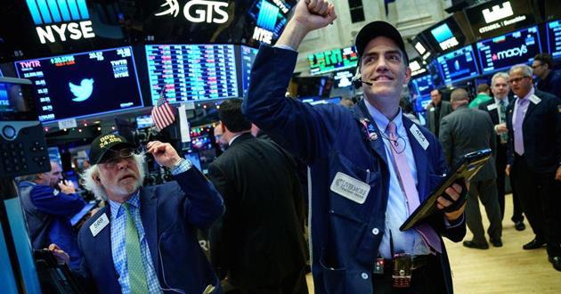 Dow Jones vọt hơn 700 điểm sau nhận định từ Chủ tịch Fed