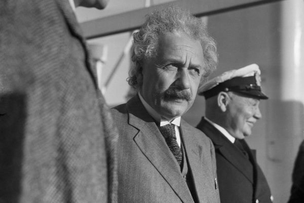 """einstein song y nghia 1359981 - Ba Bài Học Từ """"Ý Tưởng Và Ý Kiến"""" Của Einstein Về Việc Sống Cuộc Sống Ý Nghĩa"""