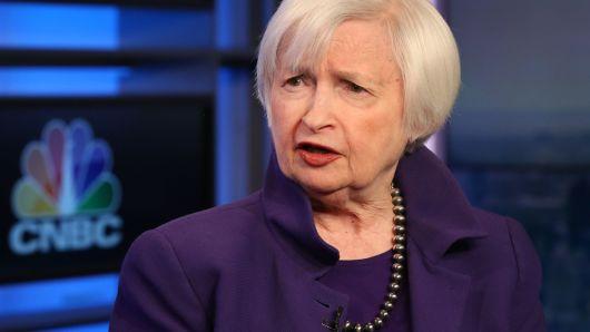 janet yellen 26 03 - Cựu Chủ Tịch Fed: Thị Trường Trái Phiếu Có Thể Báo Hiệu Fed Cần Giảm Lãi Suất Chứ Không Phải Suy Thoái