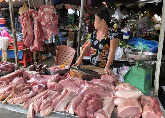 Thịt heo ế ẩm kéo dài