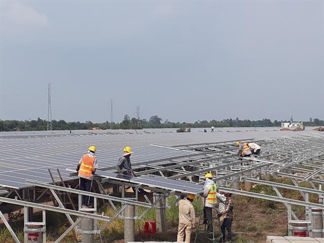 Điện mặt trời có 'cứu' được thiếu điện?