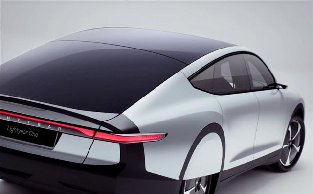 Ôtô điện chạy bằng năng lượng mặt trời đầu tiên trên thế giới - Ảnh 3.
