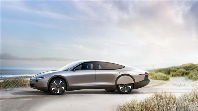 Ôtô điện chạy bằng năng lượng mặt trời đầu tiên trên thế giới - Ảnh 6.