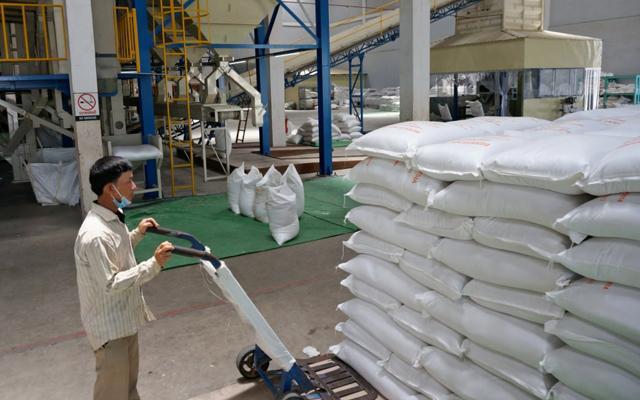 """Trung Quốc giúp """"thế lực mới nổi"""" Campuchia xây loạt kho trữ gạo hình ảnh 1"""