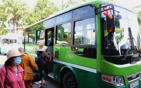 Xe buýt Sài Gòn nơi xin ngừng nơi trả tuyến, vì sao? - Ảnh 1.