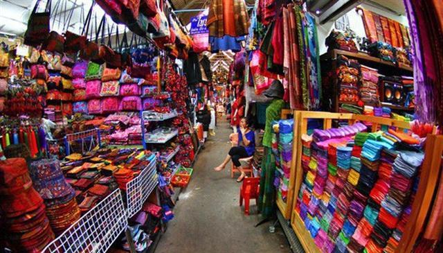 """Lo hàng Trung Quốc giá rẻ tràn vào Việt Nam nhìn từ """"lằn ranh đỏ"""" của Nhân dân tệ"""