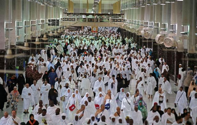 Hình ảnh hàng triệu người Hồi Giáo hành hương về Thánh địa Mecca - Ảnh 1.