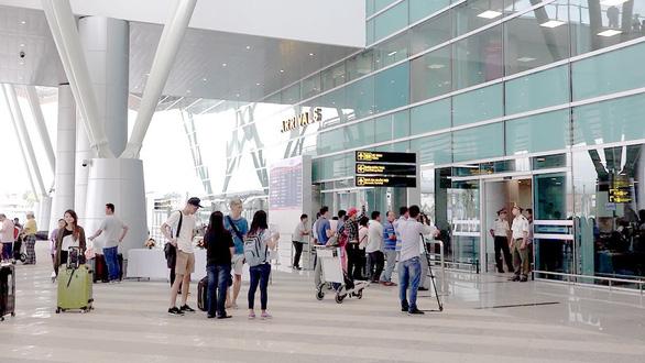 Thủ tướng giao Bộ Xây dựng nghiên cứu bài về mô hình đô thị sân bay trên Tuổi Trẻ - Ảnh 1.