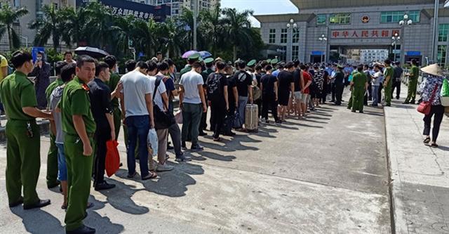 Dẫn độ 28 người Trung Quốc lập sàn chứng khoán giả tại Việt Nam