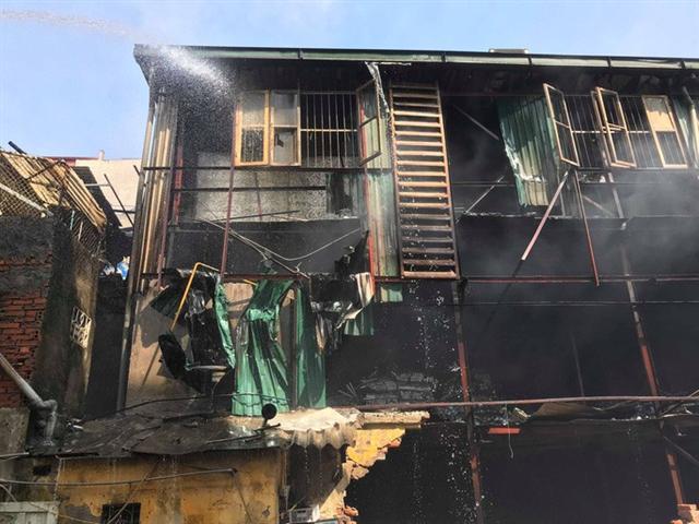 Cận cảnh tan hoang sau vụ cháy 6.000 m2 kho xưởng tại Công ty Bóng đèn phích nước Rạng Đông - Ảnh 6.