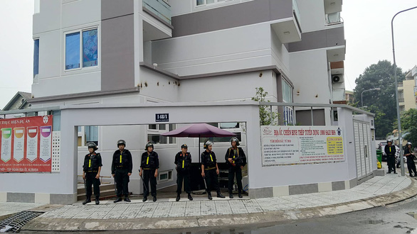 Hàng chục cảnh sát đang khám xét công ty con Alibaba tại TP.HCM - Ảnh 2.