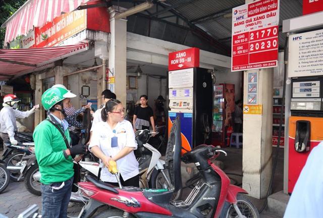 Doanh nghiệp xăng dầu 'tấn công' thị trường bán lẻ: Miếng bánh không dễ ăn
