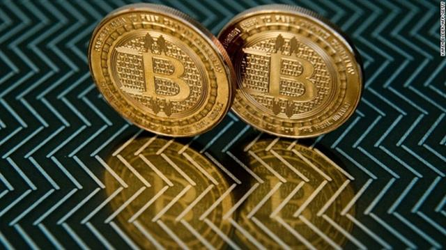Giá Bitcoin lao dốc xuống dưới 8.000 USD