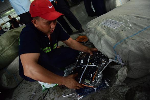 Lô quần áo Trung Quốc hàng ngàn chiếc giả mạo xuất xứ Việt Nam - Ảnh 3.